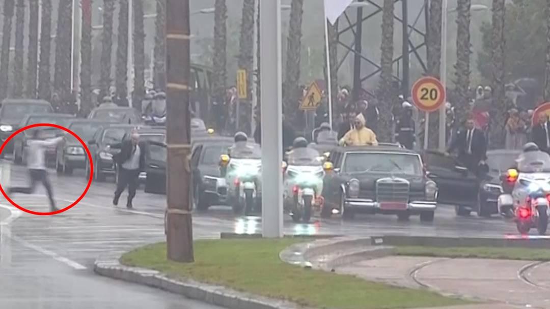 Ungebetener Gast stürmt Papst-Parade