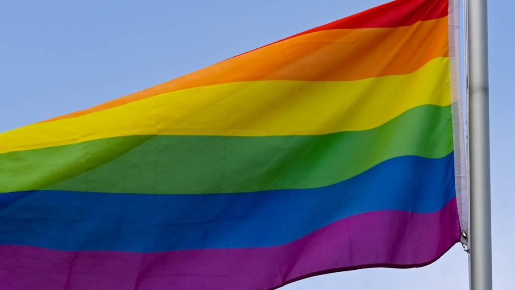 Bild der Kaaba neben LGBT-Fahne – Studenten in Istanbul festgenommen
