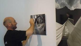 Martin Stützle zeigt im Mauritiushof seine künstlerische Vielfalt mit Holzskulpturen, Landschaftsbildern und Installationsfotografien.  ZVG