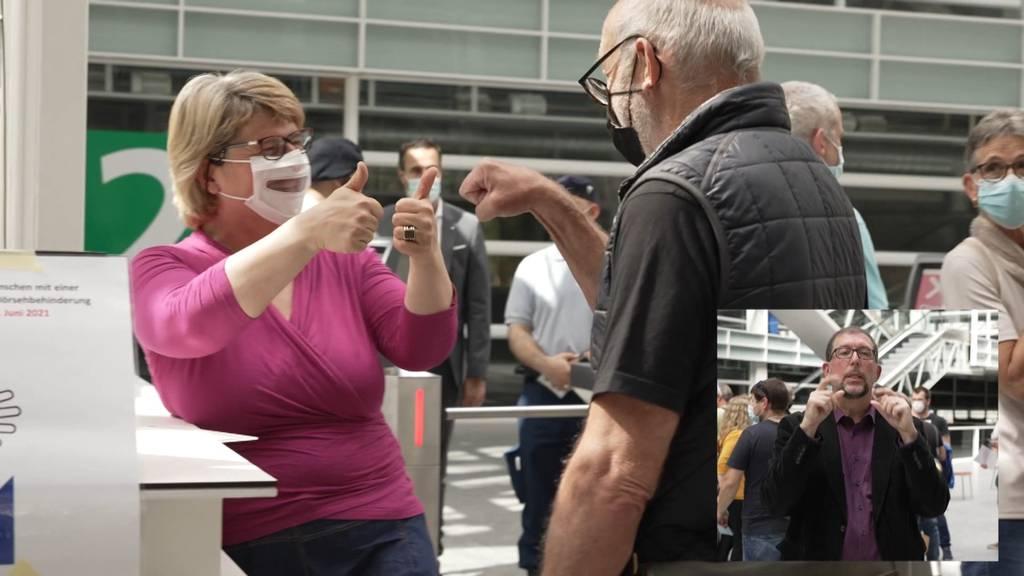 Mit Dolmetschenden: Barrierefreie Impfaktion für gehörlose Menschen