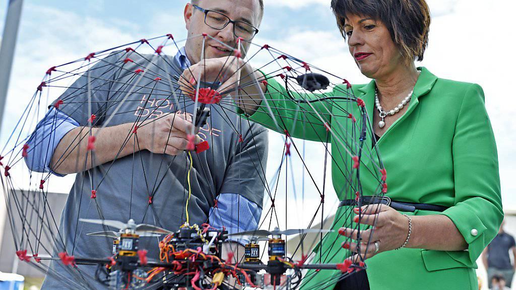 Bundesrätin Doris Leuthard eröffnete am Dienstag in Zürich den vom UVEK und WEF lancierten internationalen Drohnen-Kongress.