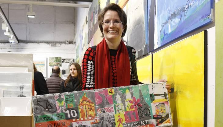 Aus Hedingen reiste Christine Schmid an. Sie ist eine treue Kunst-Supermarkt-Kundin, denn in den Galerien sei die Kunst unerschwinglich, meint sie. Ganz gezielt kaufte sie diese farbenfrohen Bilder von Marion Duschletta (oben) und Andrea Eprinchard.