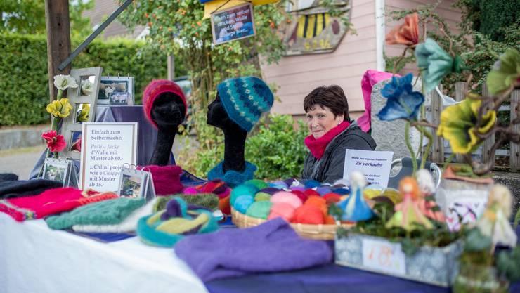 Warme Schals und Mützen für den nahenden Winter