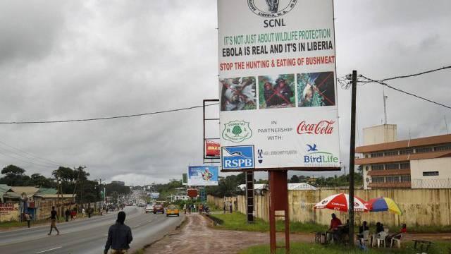 Ein Plakat in Monrovia, Teil einer Ebola-Sensibilisierungskampagne.