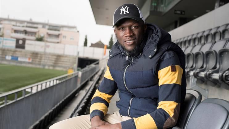 Igor Nganga im Stadion des FC Wil. Er sagt: «Das Geld ist ein Grund, warum ich den FC Aarau verlassen habe.» Alex Spichale