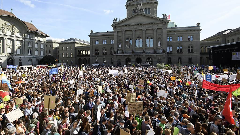 Zehntausende an der Klimaschutz-Demo von Ende September - eine von vielen Kundgebungen in Bern.