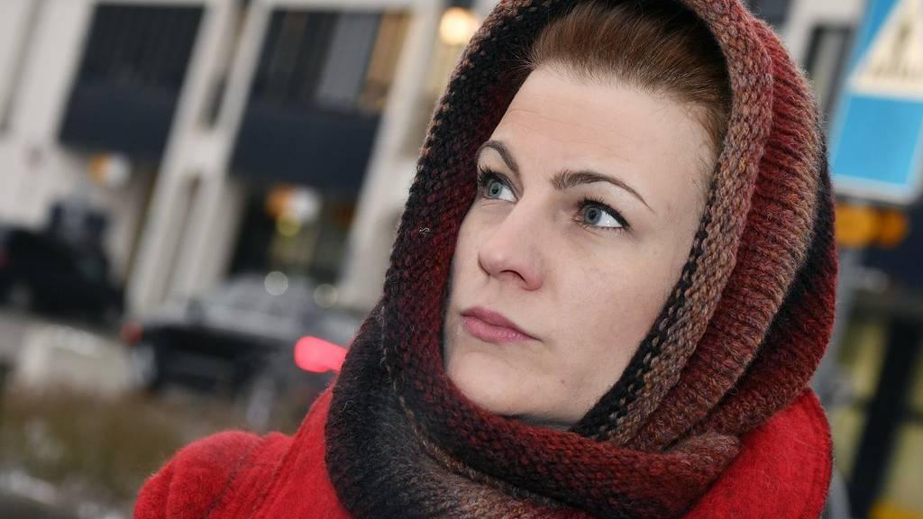 Würde aus heutiger Sicht die Flucht nicht mehr in Betracht ziehen: Angela Magdici vor dem Bezirksgericht in Dietikon.