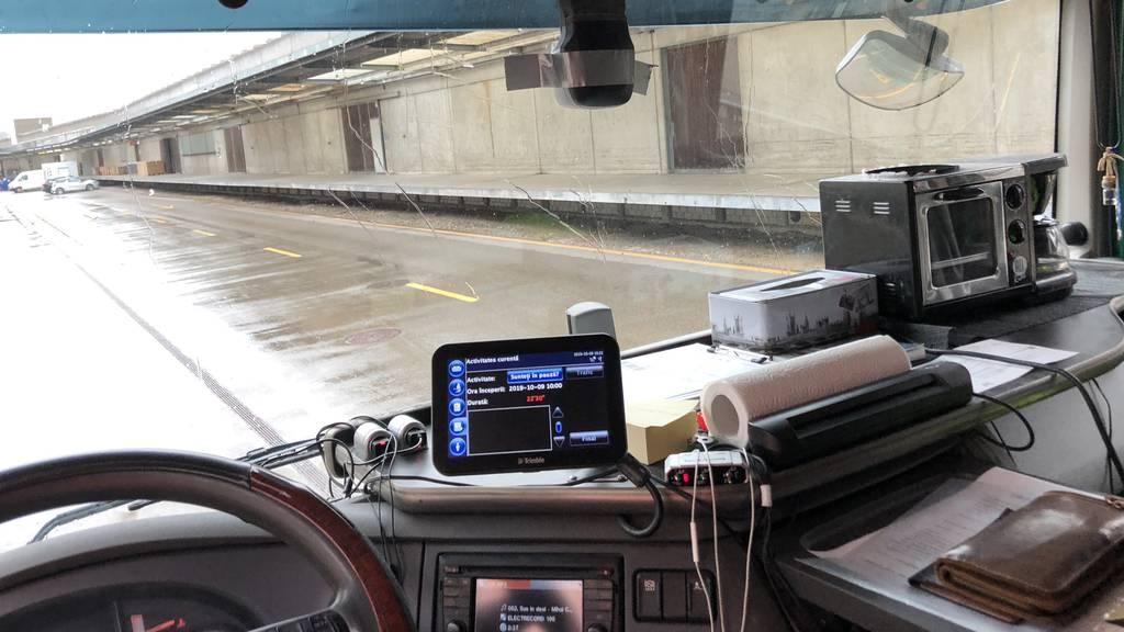 Mikrowelle und Kaffemaschine dabei: Lange Fahrt macht hungrig
