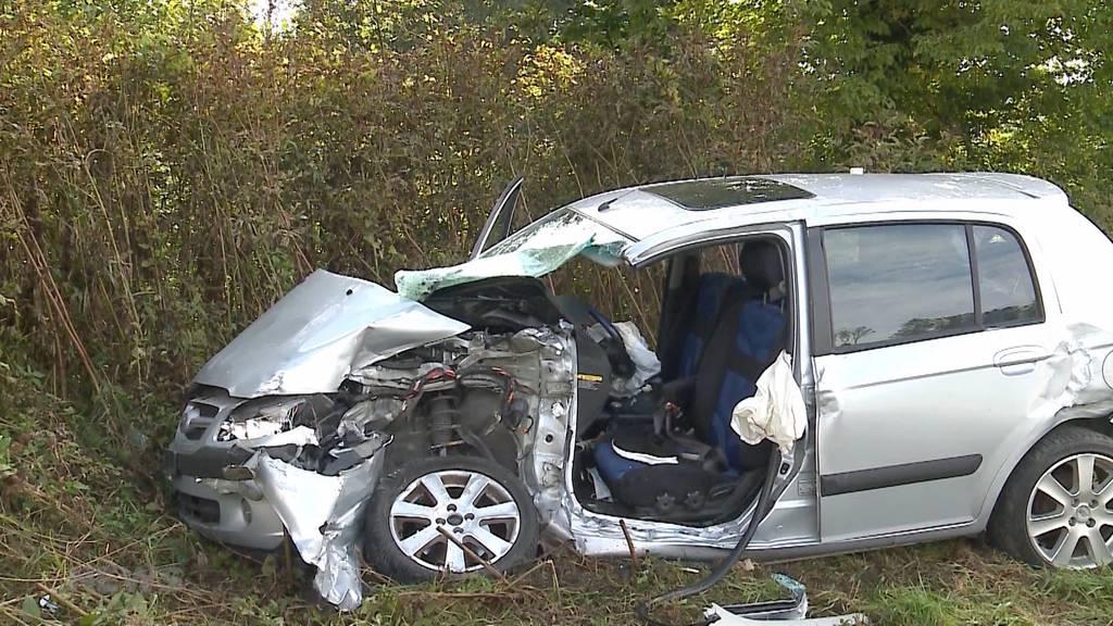Unfall Schnottwil: Rega fliegt zwei Schwerverletzte ins Spital