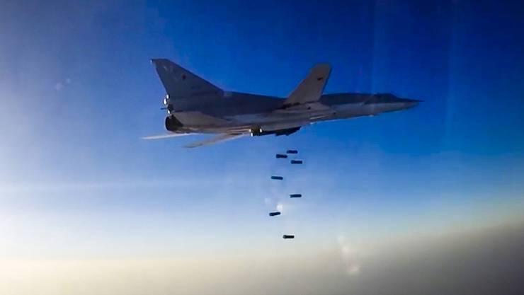 Der russische Langstreckenbomber Tu-22M3. Zur Erweiterung des Einsatzgebietes werden einige Maschinen im iranischen Hamadan stationiert.(Archiv)