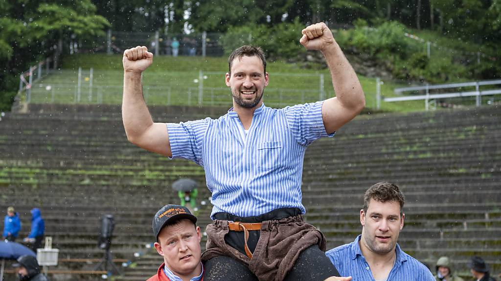 Kilian Wenger triumphiert am Brünig-Schwinget