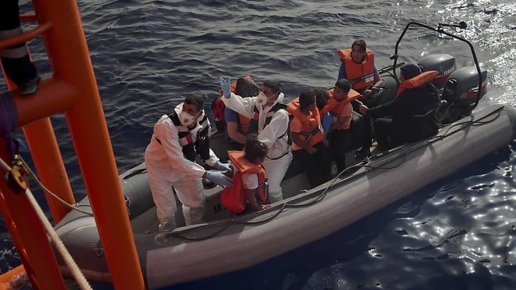 Malta nimmt Flüchtlinge von «Ocean Viking» auf Militärschiff