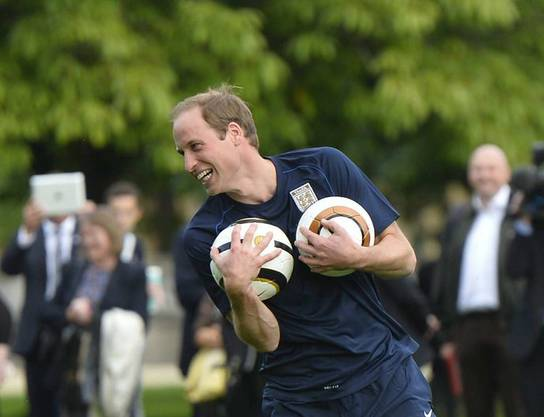 Prinz William beim Fussballspiel im Garten des Buckingham Palace