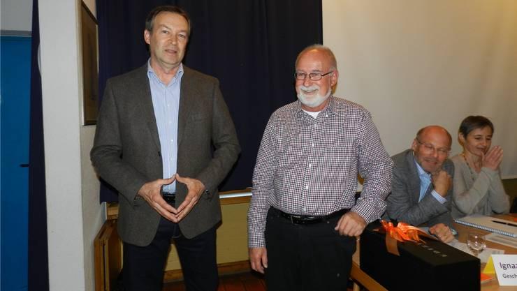 Bernhard Knecht (links) mit Verbandspräsident Bruno Breitschmid, rechtsGeschäftsführer Ignaz Heim und Vizepräsidentin Bernadette Sutter. BA