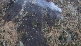 Wegen einer weggeworfenen Zigarette: Der Hang über der Lukmanier-Passstrasse brannte auf einer Fläche von einem Quadratkilometer.