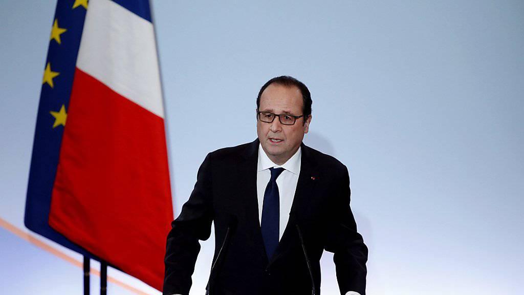 Frankreichs Präsident François Hollande sagt der Arbeitslosigkeit in seinem Land den Kampf an. Er will dazu zwei Milliarden Euro investieren.