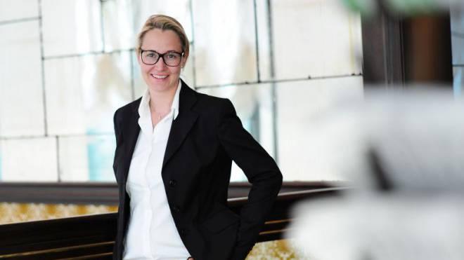 «Bild der Schweiz im Ausland beeinflussen»: Neue Chefredaktorin Larissa Bieler. Foto: Nikkol Rot