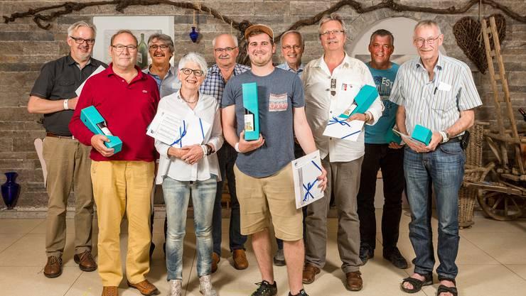 Die zehn Finalisten. V.ln.r., mit Rang in Klammer: Daniel Rohrer (7.), Felix Emmenegger (2.), Andreas Weber (8.), Anne-Marie Müller (6.), Bruno Siegrist (9.), Ruben Carlin (1.), Kurt Stäuble (3.), Thomas Hollinger (10., az-Jasskönig 2017), Bruno Stäuble (4.) und Heinz Wenger (5.)