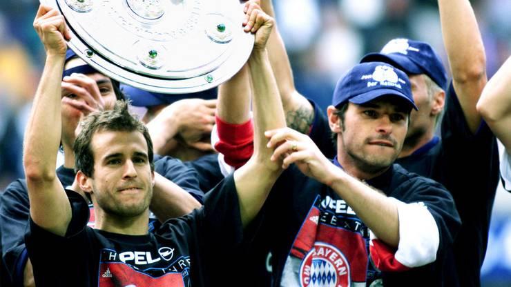 2001 wird Sforza (rechts) mit Bayern München Bundesliga-Meister.