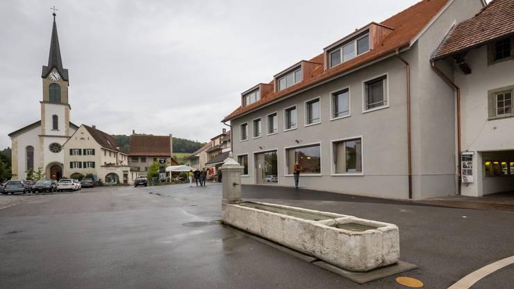 Der Ersatzneubau fügt sich ins Bild am Dorfplatz von Erlinsbach.