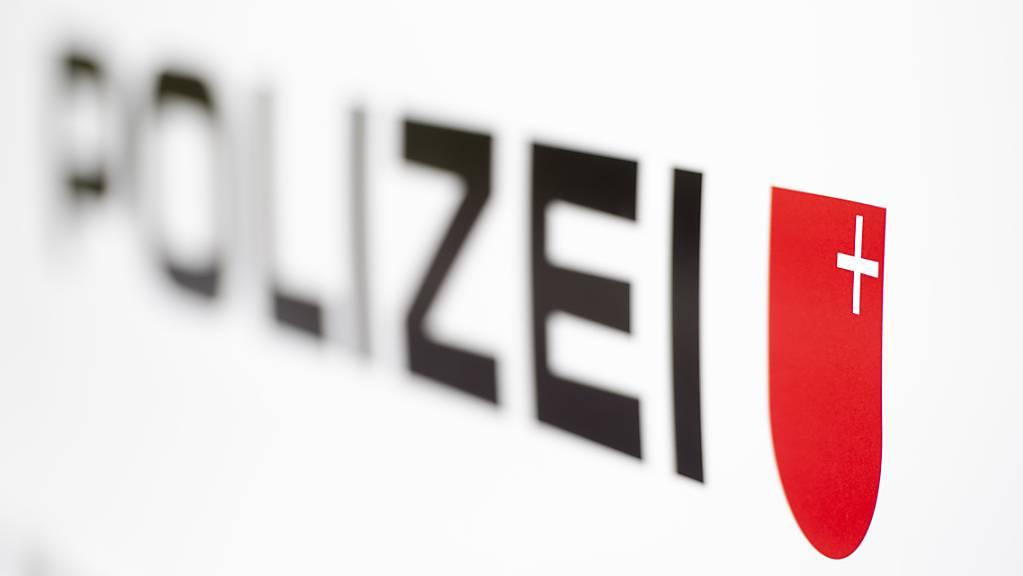 Die Schwyzer Polizei musste wegen einer Brandstiftung in Brunnen ausrücken. (Symbolbild)