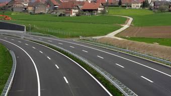 Strassen reinigen, Mittelstreifen mähen: Der Bund hat 2018 für den Unterhalt der Nationalstrassen knapp 350 Millionen Franken ausgegeben. (Archivbild)