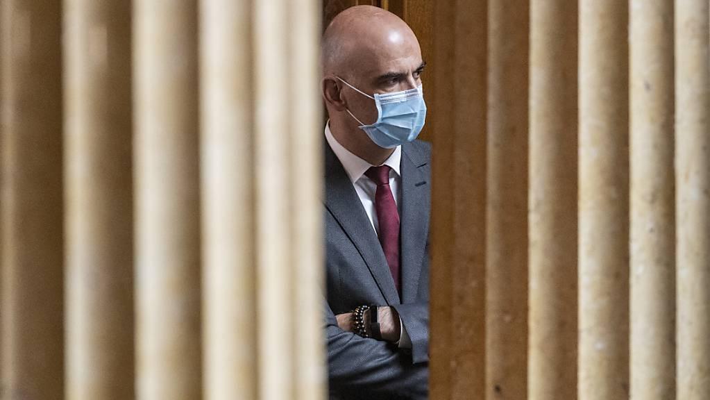 Die Kantone fordern den Bundesrat bei der Bekämpfung des Coronavirus auf, in einzelnen Bereichen schweizweite Regeln zu erlassen - etwa bei der Maskentragpflicht. (Archivbild)
