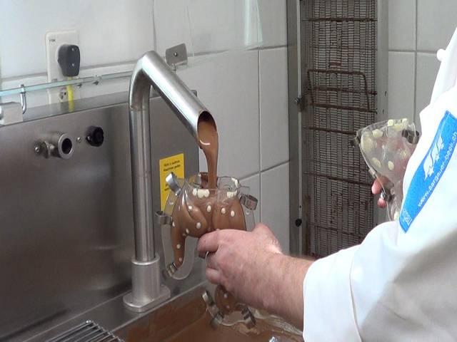 Osterhasen-Produktion Schritt für Schritt: So viel Handarbeit steckt in den einzigartigen Schoggihasen aus Veltheim.