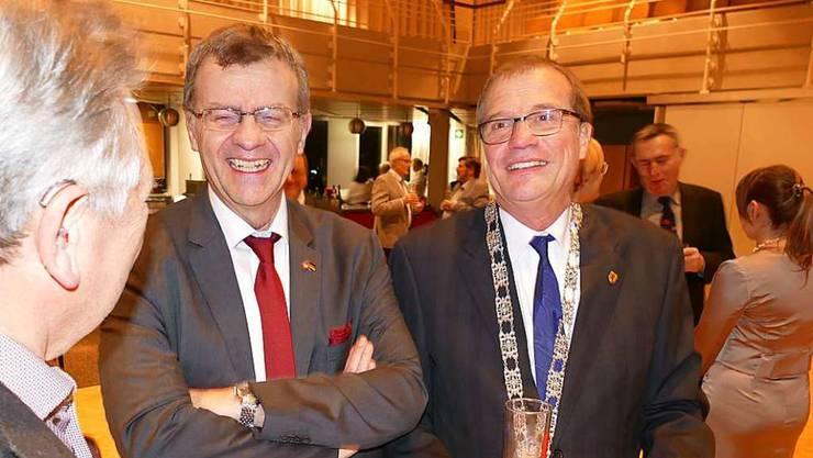 Stadtammann Franco Mazzi (Mitte) und Oberbürgermeister Klaus Eberhardt (rechts) beim entspannten Apéro.
