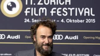 Carlos Leal posiert 2015 auf dem grünen Teppich am Eröffnungsabend des 11. Zurich Film Festivals in Zürich. (Archivbild)