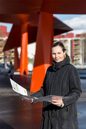 Stadtplanerin Barbara Meyer mitten in Schlieren: In 15 Jahren nahm die Einwohnerzahl von 12'000 auf 18'500 zu.