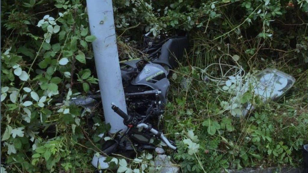 Der Töff wurde beim Unfall zerstört.