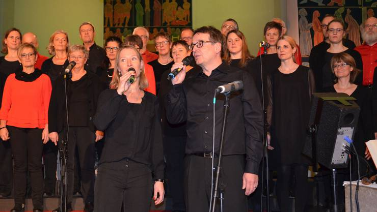 Ein Duo sang mit den «Vindonissa Singers» das Lied «When you believe».