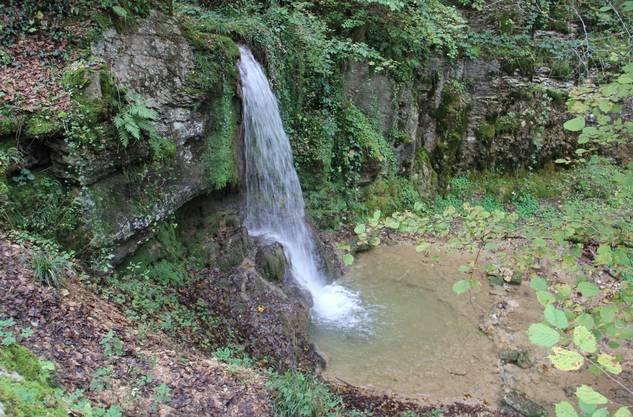 Dieser Wasserfall mit einer Fallhöhe von 5,4 Metern im Sagimülitäli ist der wohl höchste im Kanton Aargau.
