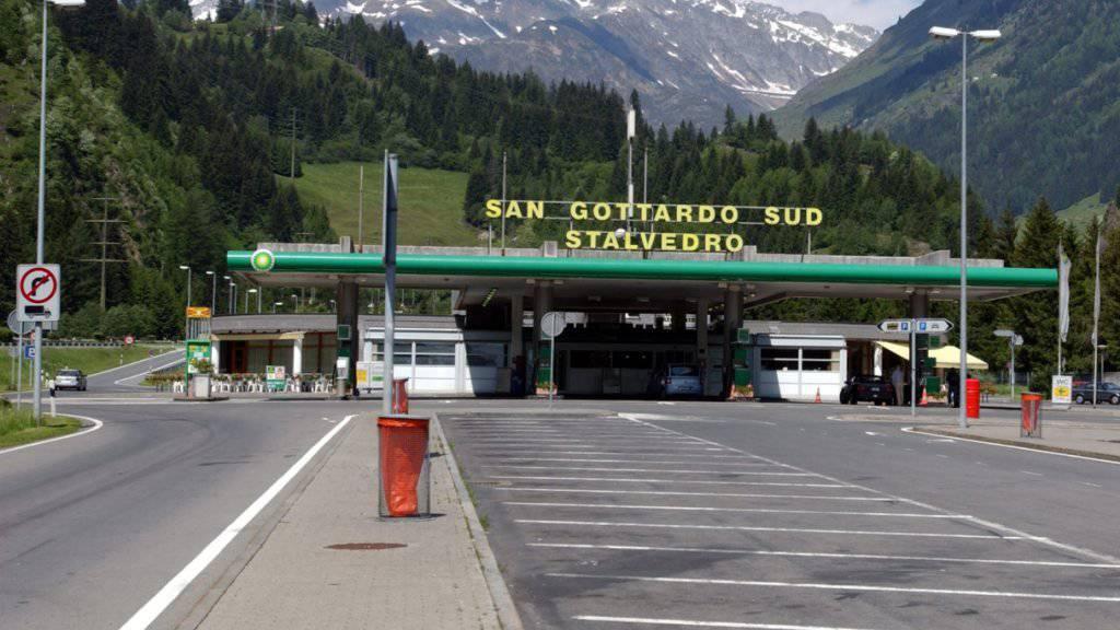 In der Nähe der Autobahnraststätte Stalvedro an der A2 konnte die Tessiner Kantonspolizei einen betrunkenen LKW-Fahrer stoppen. (Symbolbild)