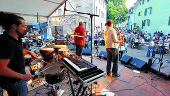 Besondere Atmosphäre: Die Band Äl Jawala aus Freiburg im Breisgau fühlte sich sich im Unteren Winkel sichtlich wohl und wurde vom Publikum gefeiert. (Bild: Felix Gerber)