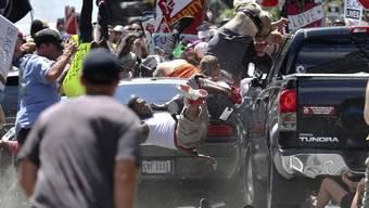 Mit dem Auto in eine Gruppe von Gegendemonstranten: Die US-Justiz befindet einen US-Neonazi des Mordes an einer Frau für schuldig. (Archivbild)