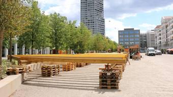 Der Aufbau der Gäste-Plattform auf dem Rapidplatz wurde aus logistischen Gründen um zwei Wochen vorgezogen.
