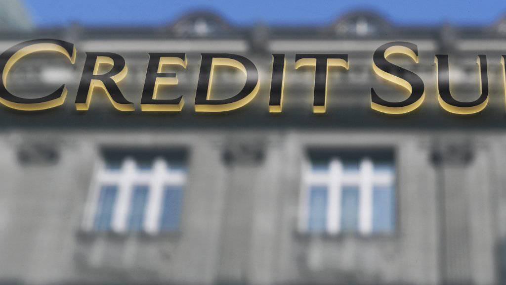 Die Grossbank Credit Suisse einigt sich in den USA mit einem Kläger und muss dafür eine Sonderbelastung des Vorsteuergewinns von rund 80 Millionen Dollar in Kauf nehmen. (Archivbild)