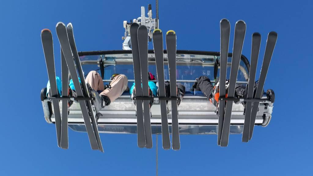 30 Skisportler steckten am Dienstagnachmittag auf einem Sessellift in Davos-Parsenn fest.
