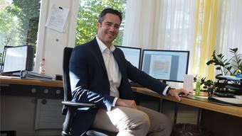 «Mein Bürostuhl ist häufig verwaist, da ich an vielen Besprechungen und Sitzungen verweile»: Marius Fricker ist seit Januar Gemeindeschreiber in Möhlin.