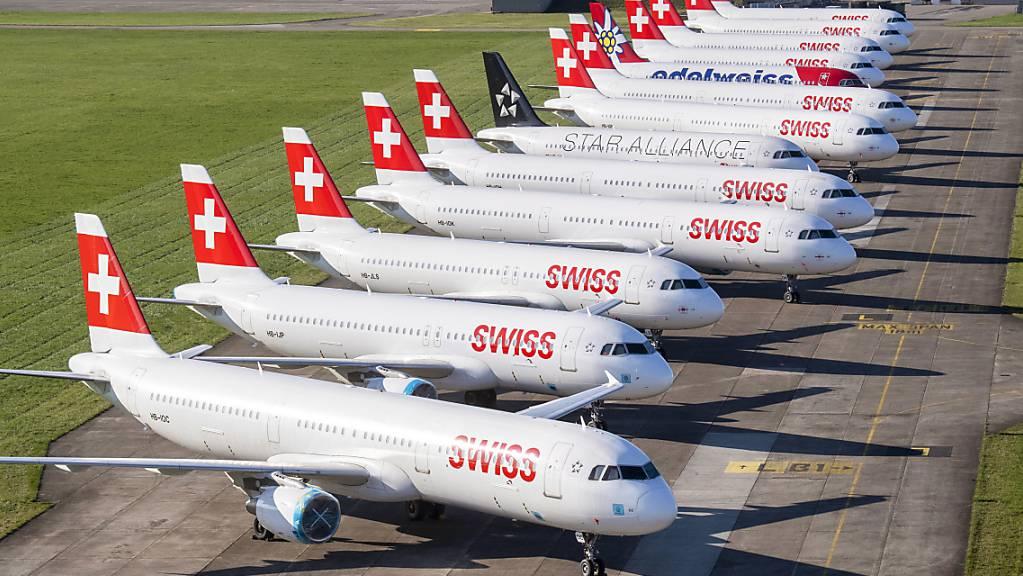Wegen des weitgehend eingestellten Flugbetriebs meldet die Lufthansa Kurzarbeit für knapp zwei Drittel ihrer Beschäftigten an. Auch die Tochter Swiss greift wegen des Coronavirus zu dieser Massnahme. (Archiv)