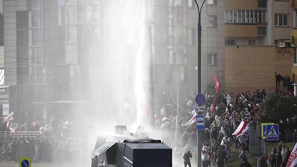 Polizei und Militär in Minsk vor neuen Protesten in Belarus