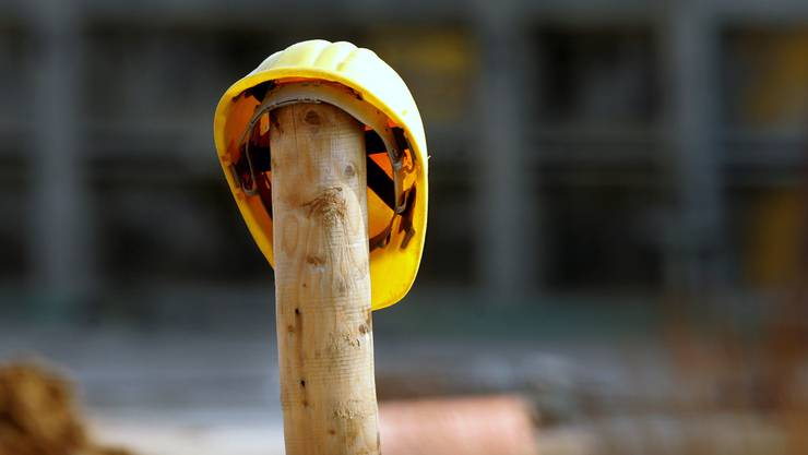 Der verunfallte Bauarbeiter ist auch fast drei Jahre nach dem Vorfall arbeitsunfähig. (Symbolbild)