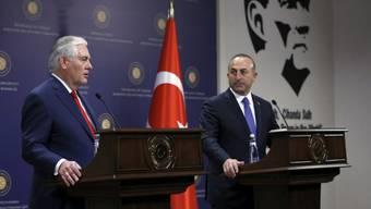 Rex Tillerson (l) und Mevlüt Cavusoglu am Donnerstag Ankara.
