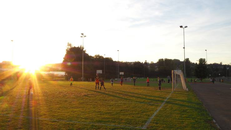 Der FC Mellingen mit seinen rund 300 Aktiven, davon 160 Junioren, braucht ein neues Garderobengebäude. Archiv