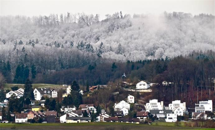 Leser Andreas Petrin hat die Schneefallgrenze oberhalb von Bergdietikon festgehalten.