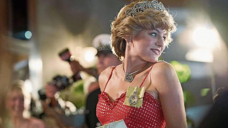 Erst gerade hatte Emma Corrin in «Misbehaviour» ihr Kinodebüt, nun macht sie in «The Crown» eine glaubhafte Entwicklung vom verliebten Teenager zur unglücklichen Princess of Wales durch.