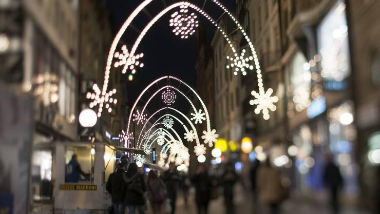 Weihnachtsbeleuchtung in der Freien Strasse in Basel (Archiv).