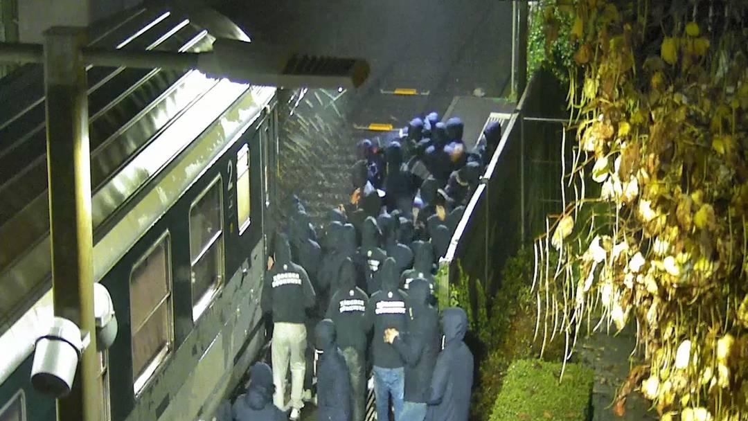 FCZ-Hooligans: St. Galler Polizei sucht Randalierer